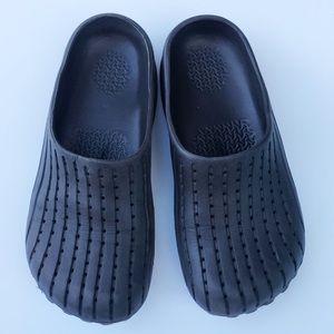 CROCS Shoes - Crocs • Slip On Clogs